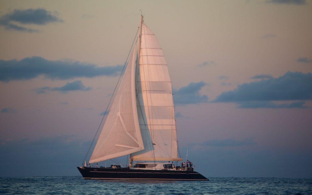 Une grand voile de catamaran de 185 M2 pour le 85′ Aziza